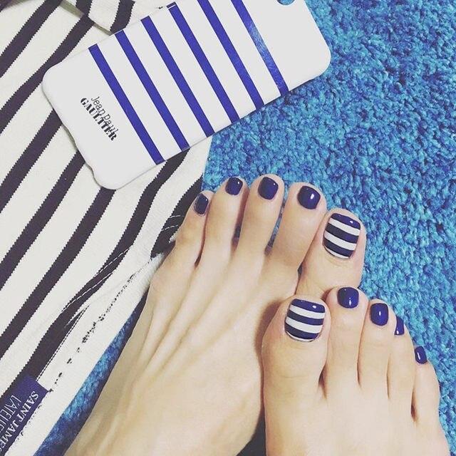 Online Shop 24Pcs Flat Fake Nails Navy Blue White Stripe Toe Nail ...