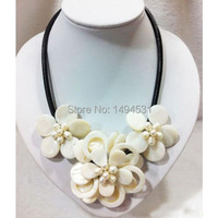 Wholesale Pearl Jewelry Hand Knit White Shell Natural Pearl Shell Flower Black Leather Necklace XZN43