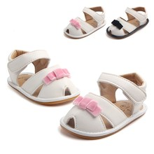цена на Newborn Baby Girl Sandals Cute Velvet Bow Tie PU Leather Baby Girl Shoes Flat Heel Rubber Sole Beach Sandals Wholesale