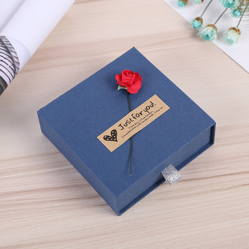 Four Colors Kraft Paper Drawer Jewelry Boxes With Sponge Necklace Pendant Bracelet Box Rose Flower Jewelry Display in Jewelry Packaging Display from Jewelry Accessories