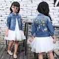 Мода 2017 года, детские джинсовые куртки хлопковые джинсы для девочек, верхняя одежда Детские топы с длинными рукавами и цветочным принтом, по...