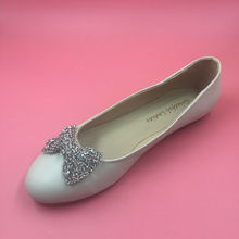 White Round Toe Flat Wedding Shoes Crystals Bow Front Bridal Shoes Closed Toe Female Flats Women Shoes Spring Flat Heel