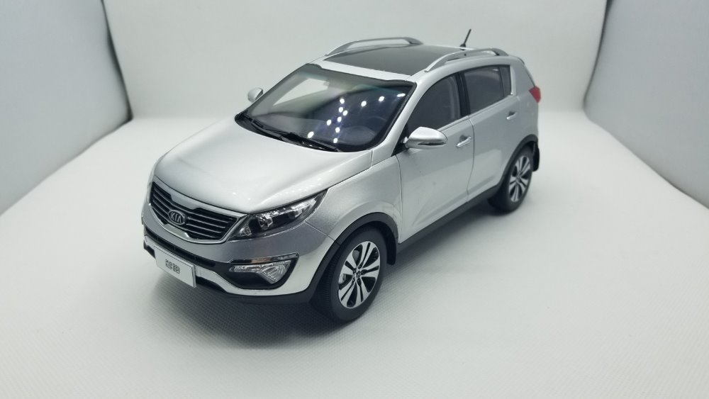 1:18 Diecast Model for Kia Sportage R 2011 Silver SUV Rare Alloy Toy Car Miniature Collection Gifts rare gemini jets 1 72 cessna 172 n53417 sporty s flight school alloy aircraft model collection model