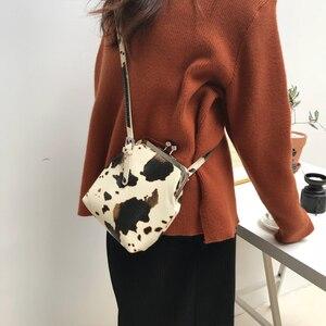 Image 2 - Bolsa de mão feminina com estampa de vaca, bolsa de ombro pequena pu de marca com clipe para mulheres