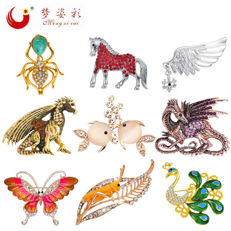 9 stilar 2017 Nya djurbrosch och stift Butterfly Rhinestone Peacock Horse Fish Dragon Broscher för kvinnor Channel Broches Gift