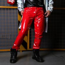 Kostiumy sceniczne piosenkarka taniec Dj ubrania hip-hopowe można dostosować sceniczne męskie spodnie ze skóry lakierowanej męskie modne spodnie do fitnessu tanie tanio NSTOPOS Ołówek spodnie Mieszkanie Poliester Faux leather PATTERN skinny 30 - 41 L1577 Anglia styl Midweight Suknem Pełnej długości