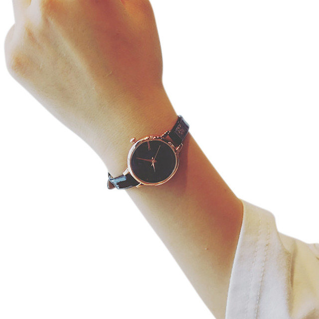 099b2989c75 Watces las mujeres de cuero de moda de cuarzo de pulsera analógico pequeño  Dial delicado reloj