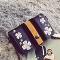 Bailar ombro sacos do mensageiro das mulheres bordado com flor de moda famosa marca de alta qualidade sacos cadeia couro sorvendo livre