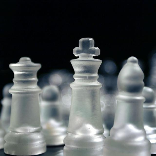 Jeu d'échecs en verre de luxe élégant plateau et pièces en verre 6