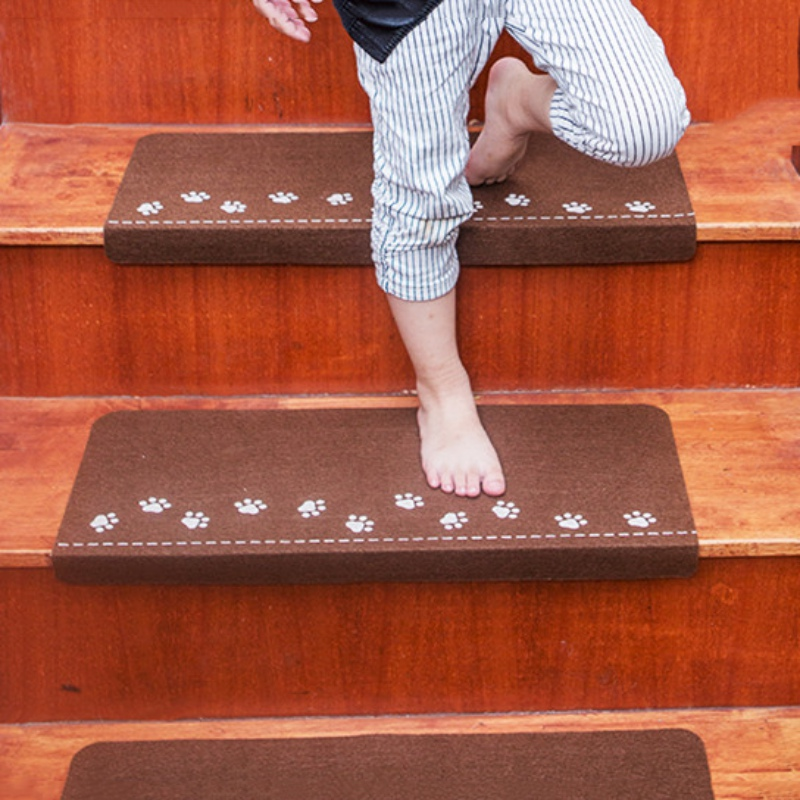 New Home Luminous Self-adhesive Non-slip Floor Staircase Carpets Bear Claw Pattern Stair Treads Children Safety Protector Mats