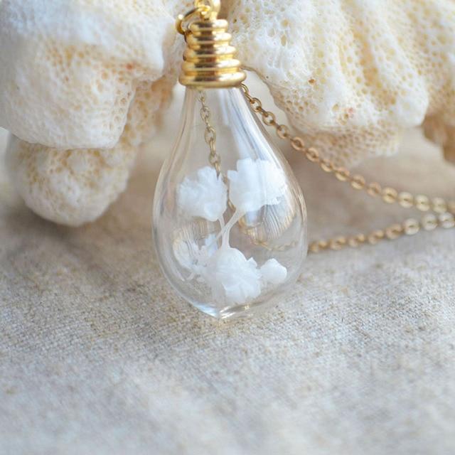 Белый цветок babysbreath живые цветы капли воды золотой кулон
