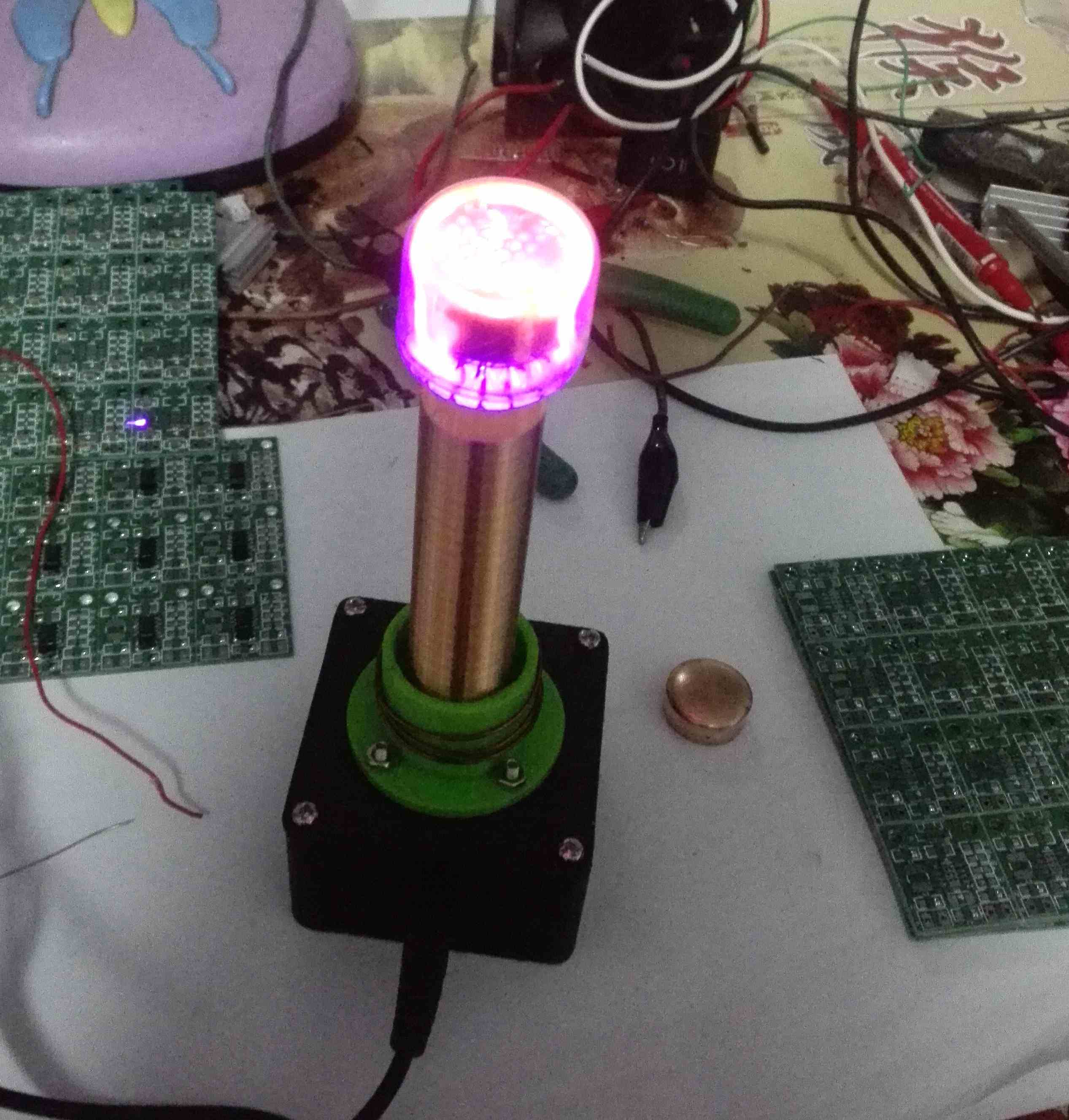 A single self Tesla coil with glow tube and power niko 50pcs chrome single coil pickup screws
