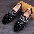 Venta caliente Nuevos Hombres de Confort Casual Zapatos Del Holgazán de Moda Desinger Rhinestone Remaches Del Dedo Del Pie Redondo Resbalón En Zapatos de Tendencia Tamaño 38-44