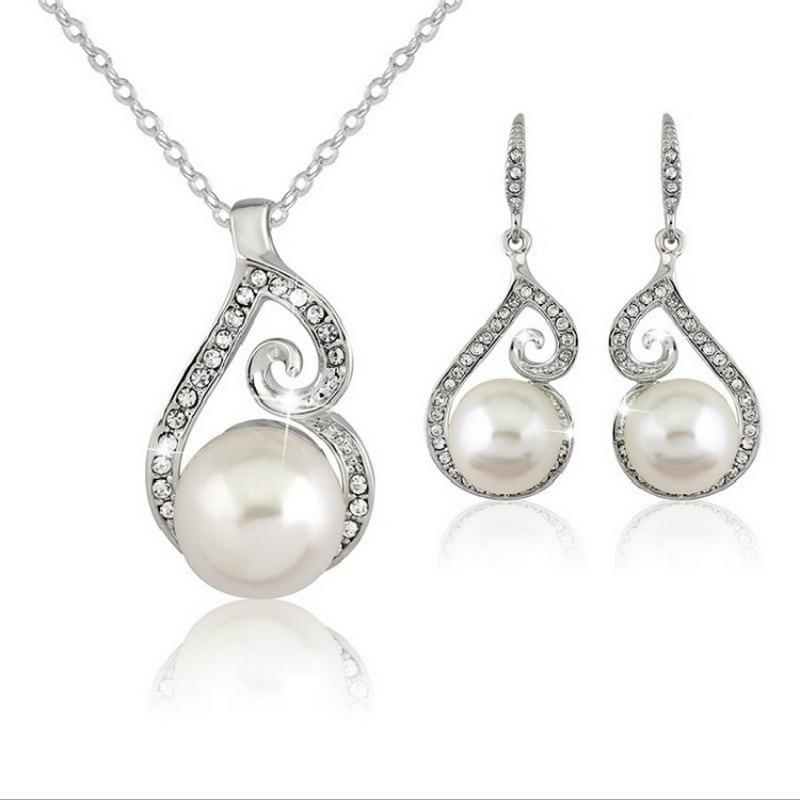 02bad40e5ecb Moda simulado perla Juegos de joyería collar de cadena de aleación  Pendientes regalo romántico mujeres cristal Juegos de joyería Accesorios de  boda en ...