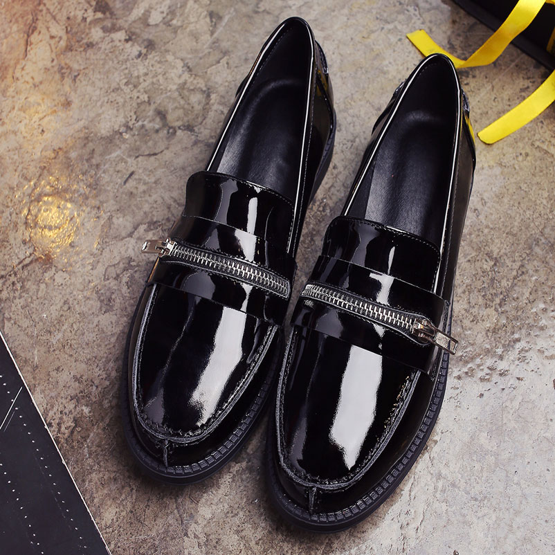 ФОТО Women Luxury 2017 Spring Genuine Patent Leather Ladies Shoes With Chains Fashion Round Toe Loafers Wine Red Women Flat Shoes