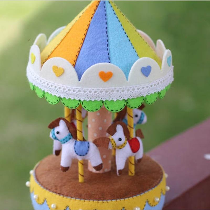 Nueva Tela de Fieltro Hecho A Mano Paquete de DIY Rotary Horse Music Box Costura Trabajo hecho a mano Kid Juguete Decoración Del Hogar Paquete de Fieltro de Aguja
