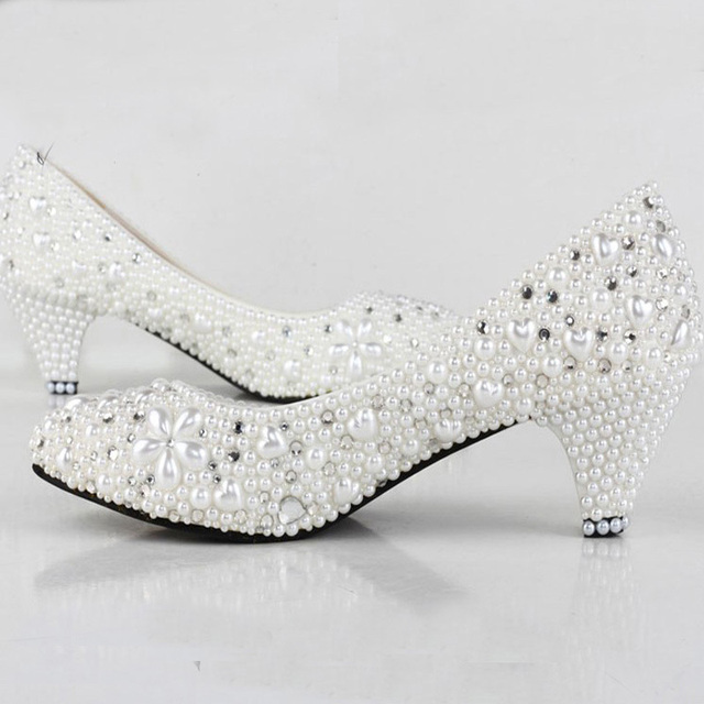 Ladies dress shoes low heeled closed in style