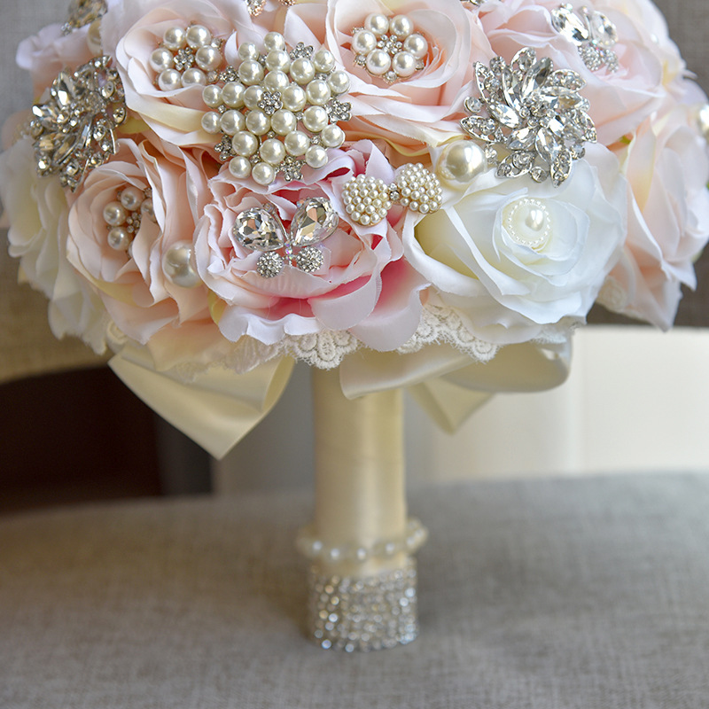 Купить с кэшбэком JaneVini Luxurious Bridal Bouquets For Wedding With Pearls Beaded Silk Flower Rose Bride Accessory Bouquet De Mariage Artificiel
