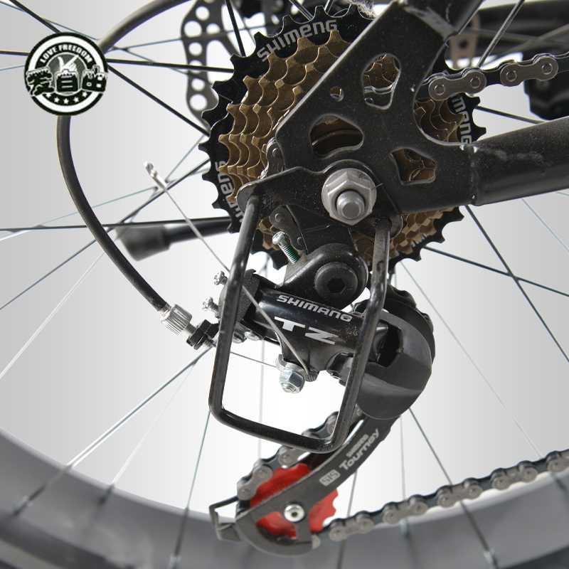 Love Freedom Bысокое качествоГорный велосипед 26*4.0  Fatbike 7/21/24/27 Скоростьамортизаторвелосипеды жирные шины Снегоход Двойные дисковые тормоза велосипеда Бесплатная Доставка