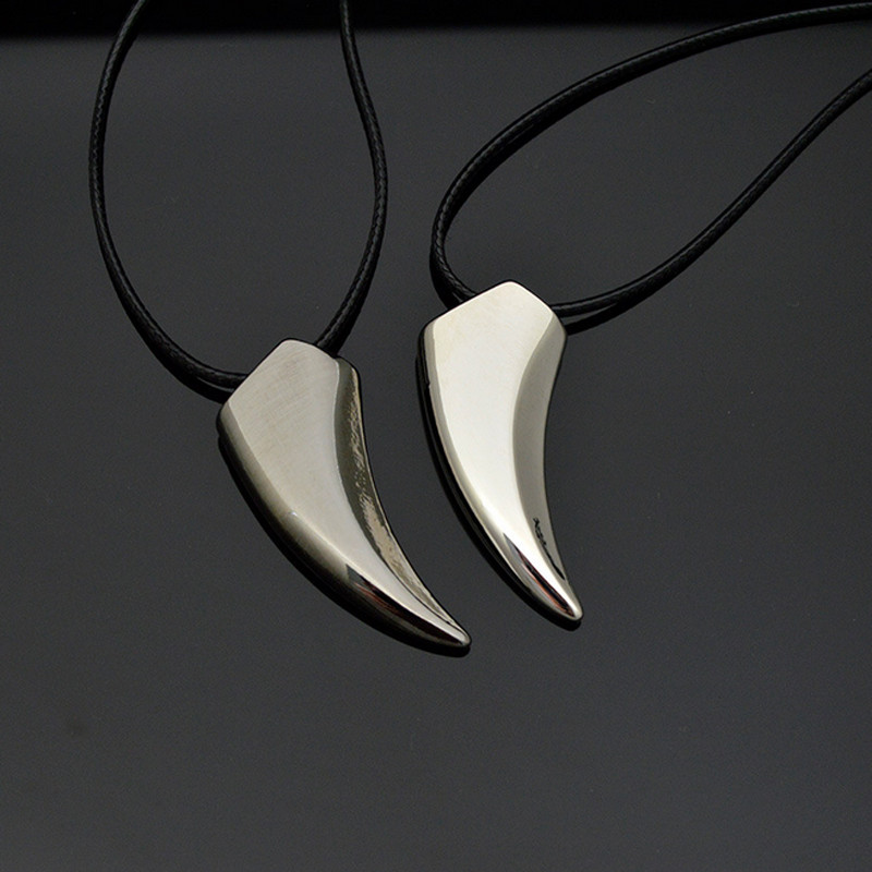 2018 New Fashion Brave Men's Necklace Stainless Steel Wolf Tooth Necklace Animal Pendant Neckla Accessory Jewelry