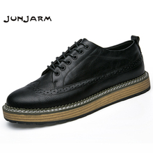 JUNJARM 2018 Handmade Men Casual Shoes British Style Men Brogue Shoes Breathable Solid Lace-Up Men Flats Shoes