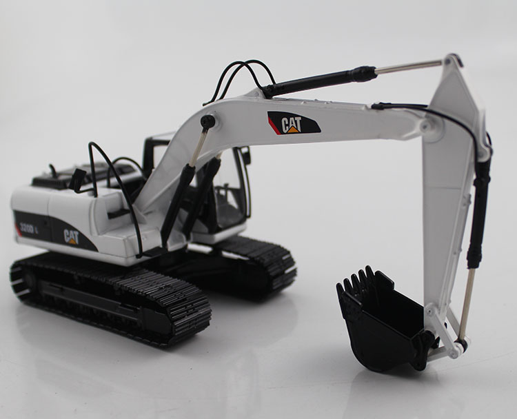 1 50 CAT320D Hydraulic Excavator with white toys
