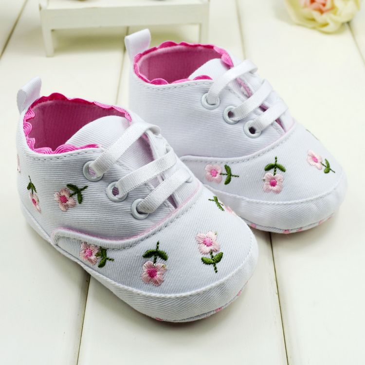 Baby Shoes Toddler Girl Walking Shoes White Lace Embroidered Soft Shoes Prewalker S01