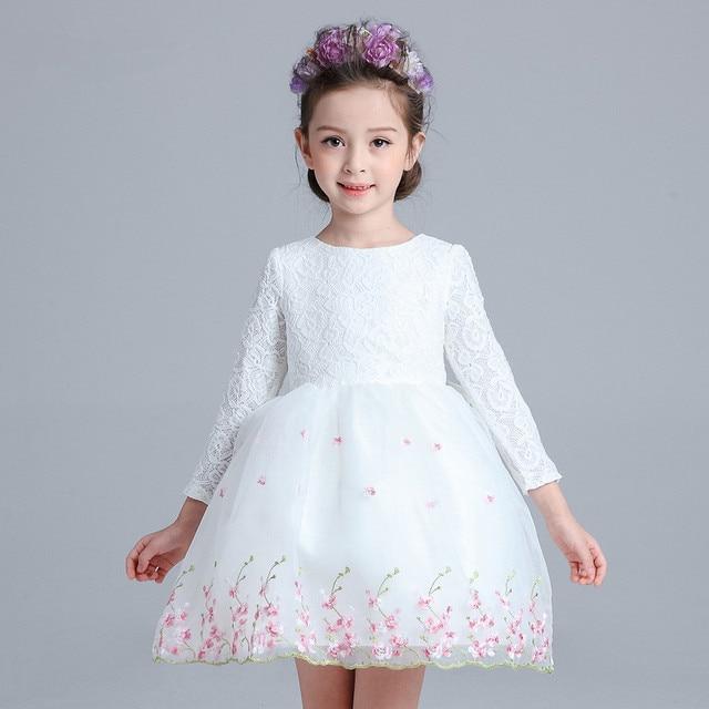 Robe blanche a fleur