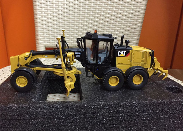 US $101 37 7% OFF|Caterpillar Cat 140M3 Motor Grader 1:50 Scale Model By  Diecast Masters DM85544 -in Diecasts & Toy Vehicles from Toys & Hobbies on