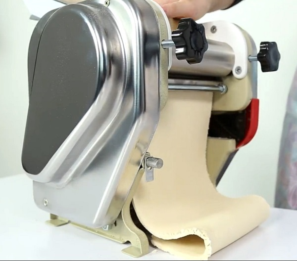 Hot sale good quality electric noodle making machine,past maker machine,noodle pasta maker for home use