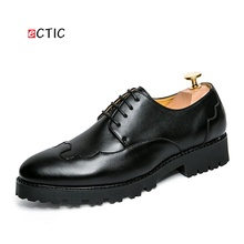 2017 New Arrival Men Dress Shoes Brogue Oxfords Black Business Wedding Shoes Flats Pointed Toe Shoes Handsome High Quality