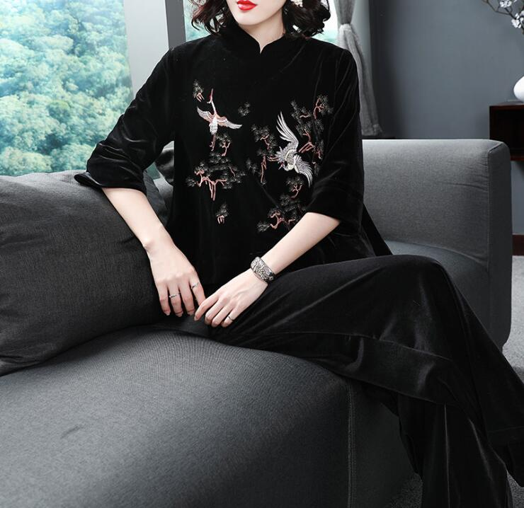 2018 chinese style autumn Retro velvet top + wide leg pants two piece suit for women Embroidered flowers set Q246