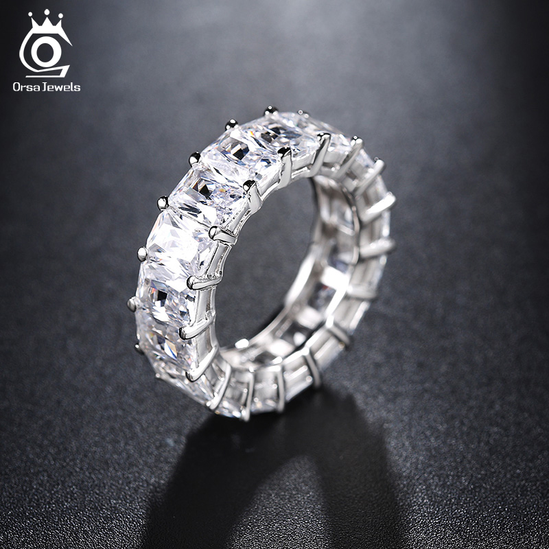 ORSA JEWELS Luxury One Row 17 st Shine 0.7cm AAA Österrikiska Cubic Zirconia Eternity Ringar Mode Silverfärg Bröllop Band OR146