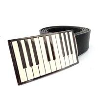 Wysokiej jakości czarny PU skórzane pasy dla mężczyzn z białym/niebieski klawiatury fortepianu metalowe klamry pasa kowbojem mężczyzna Duże klamry pasa