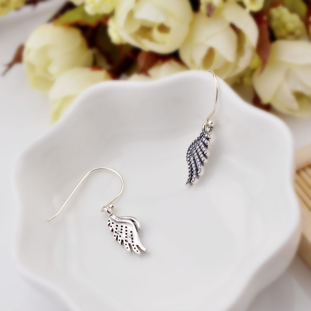 FAHMI 2018 New Korean Upscale Jewelry Wholesale Fashion Elegant Temperament Distorted Color Rhinestone Stud Earrings For Women 4