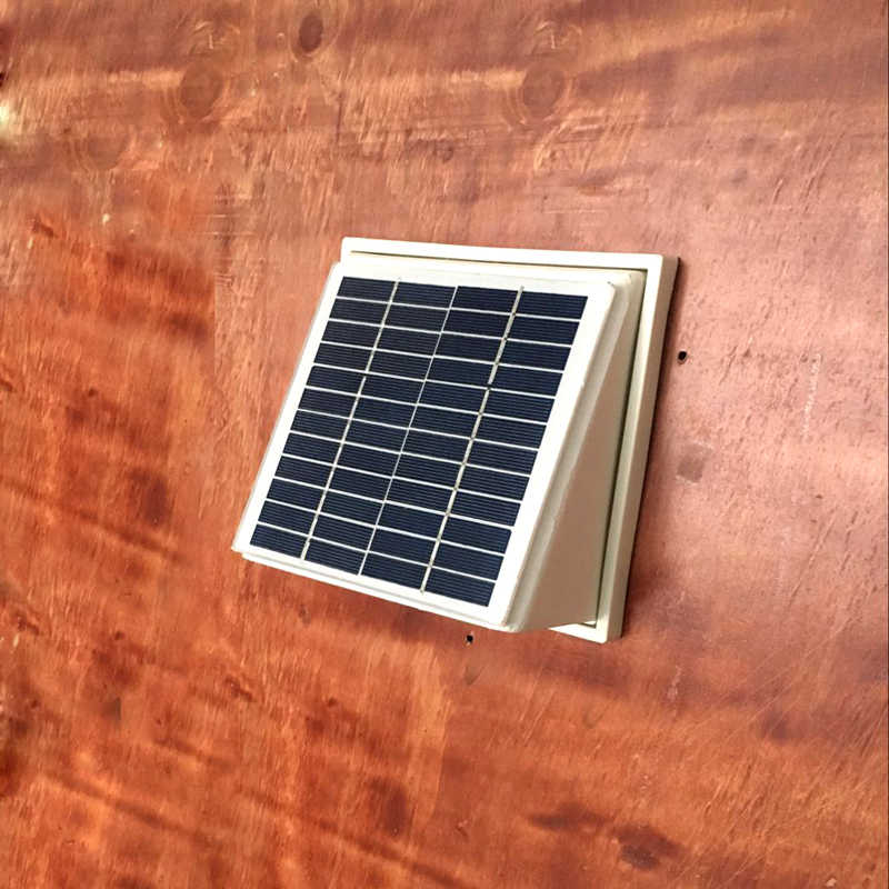 Plastik ABS Solar Wall Fan Ventilator Extractor 68CFM Brushless DC Motor untuk Gudang