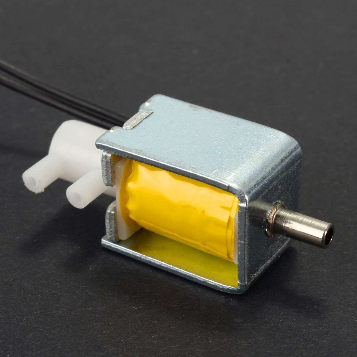 Different Quality 12V DC 2-position 3-way small Mini Electric Solenoid Valve for Gas Air / pump Small size