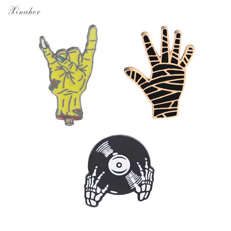 XINAHER 1 pc CD Crânio mão crachá broche de metal pinos botão jaqueta jeans pin jóias decoração emblema para roupas lapela pinos