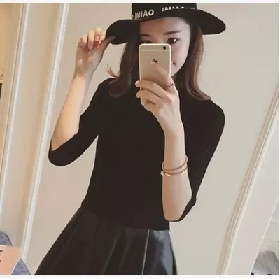 The new 2017 half sleeve cotton Crewneck sweater female sleeve head sleeve shirt five solid tight sweater thin repair