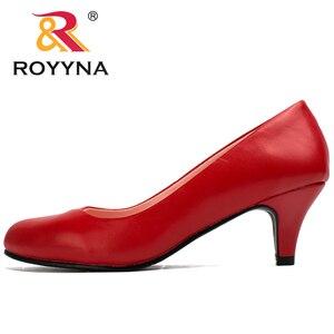 Image 5 - Royyna sapato feminino tamanho grande, sapato feminino estilo nova moda primavera e outono de tamanho grande, sexy, dedo do pé redondo, cores macio e colorido, frete grátis