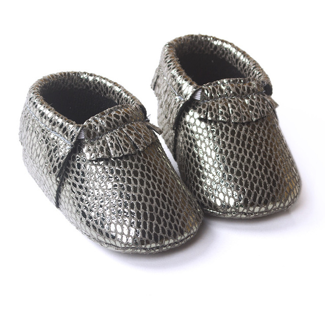 Baby Moccasins Fringe Leather Tutorial And Free Patternin Leather Mesmerizing Baby Moccasins Pattern