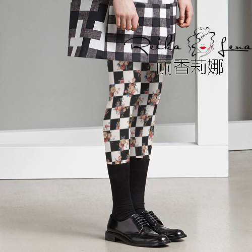 Princess sweet lolita pantyhose Restoring ancient ways collocation of white and black squares European flower  pantyhose LKW101