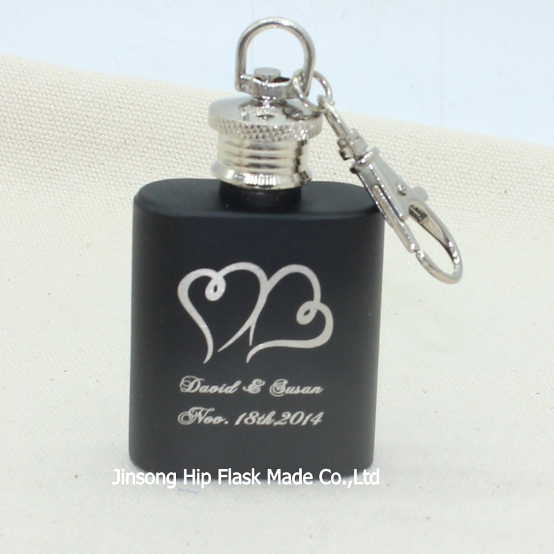 70pcs Personalized Wedding Favor of 1oz stainless steel mini hip flask with keychain with retail box