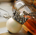 Colares Femininos Fashion Vintage Jewelry Crown Pendant Necklace Big Imitated Pearl Necklace 2017 Fashion Long Sweater Chain