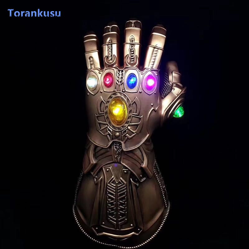 Thanos Led Infinity Gauntlet Action Figure Cosplay di Supereroi Anime Avengers Infinity Guerra Thanos Led Guanto Halloween