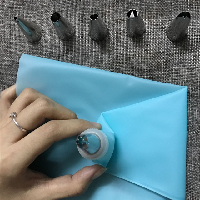 Silicone Icing Cream Pastry Bag and Stainless Steel Nozzles Home DIY Baking Cake Decoration Tips Piping Set