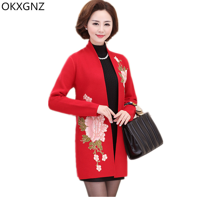 OKXGNZ Knitted Mother Coat 2017 New Spring Autumn Fashion Middle-aged Woman Cardigan Solid Color Embroidery Coat Plus Size A157