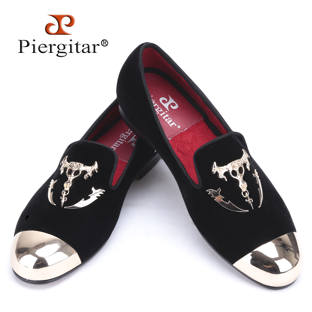 Piergitar men black velvet shoes with skull buckle and gold toe British style men loafers luxurious men dress shoes men's flats piergitar new men velvet shoes with bowknot red or black color men s flats men loafers for free shipping