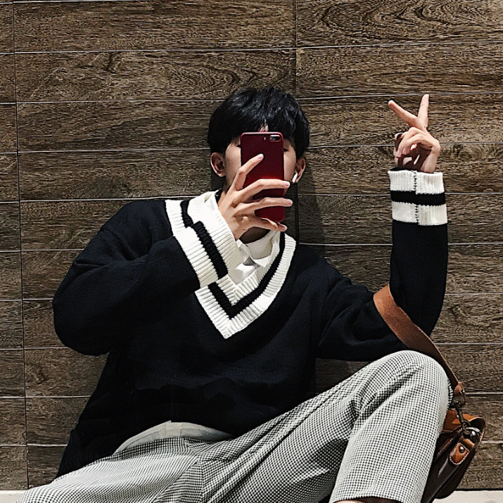 Leisure Campus Style Striped Knitting V-neck Long Sleeve Warm Men Sweater 2018 Autumn Casual Loose Youth Student Male Pullover