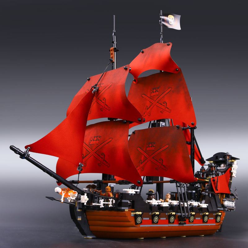 Children's Toy Queen Anne's Revenge Pirates of the Caribbean Black Pearl Boat Building Block Brick Puzzle Toy Building Brick boxy fancy brick black